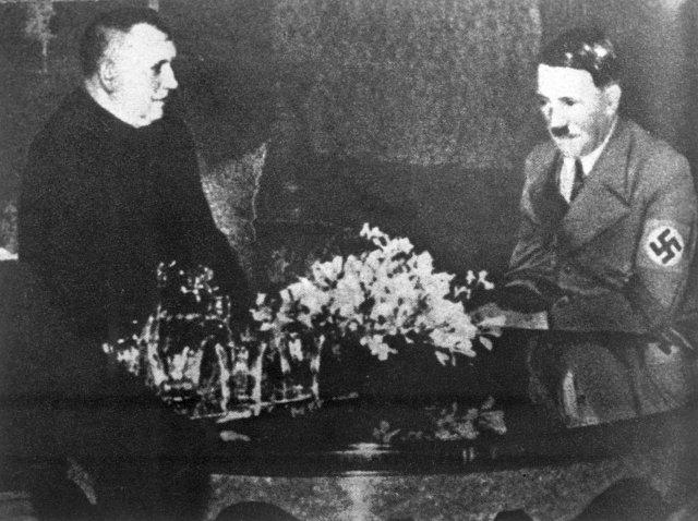 Jozef Tiso u Adolfa Hitlera před vyhlášením Slovenského štátu, 13. března 1939