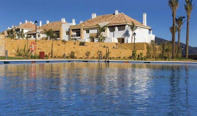 K tradičním alpským či středomořským apartmánům přibývají vzdálenější lokality na tureckém nebo egyptském pobřeží. Vedle domů na Floridě se objevují inzeráty propagující Karibik
