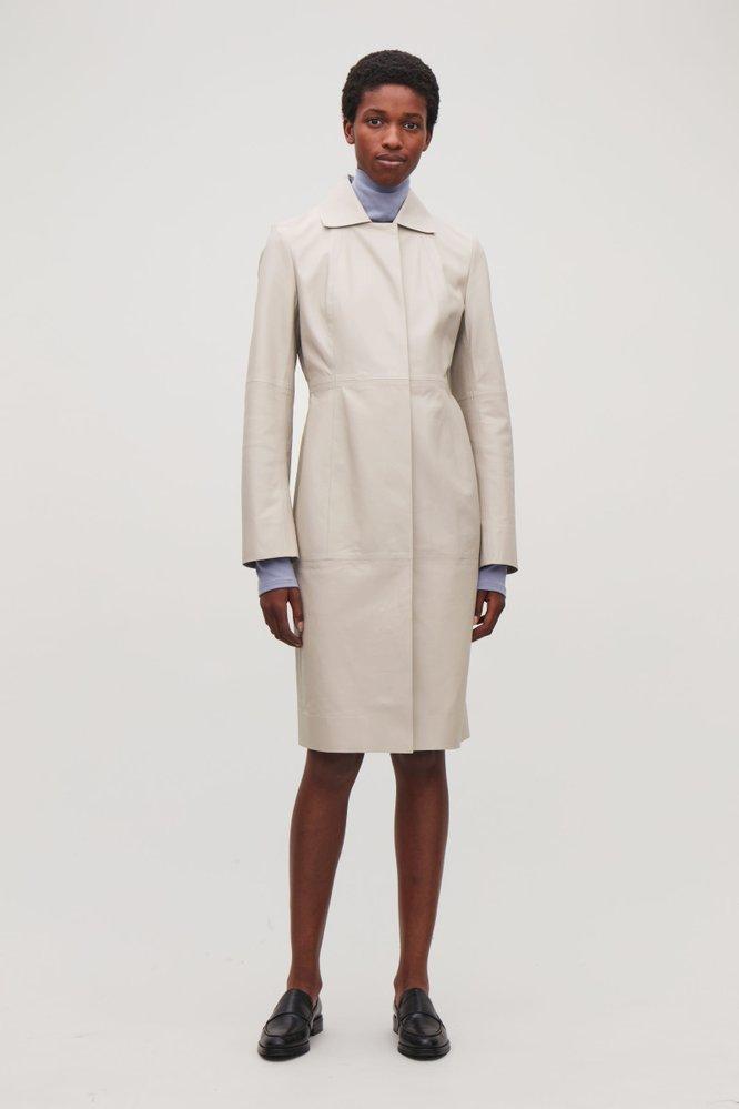 Kožený kabát, COS, 490 eur, www.cosstores.com