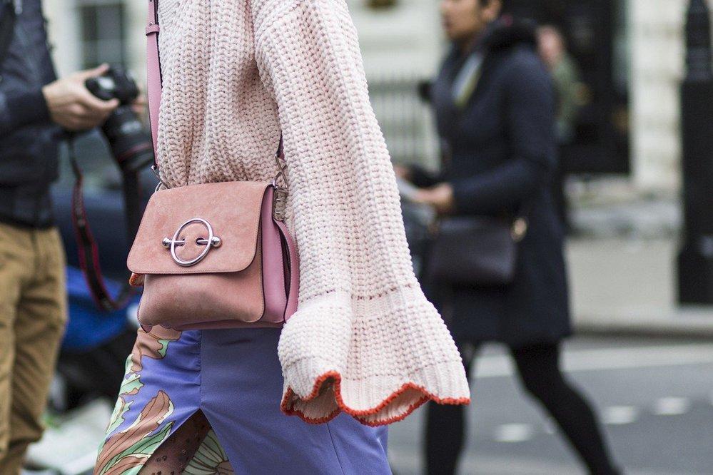 Street style v Londýně: kabelky
