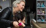 Kadeřnice radí: co s vlasy, když se nemůžete jít ostříhat