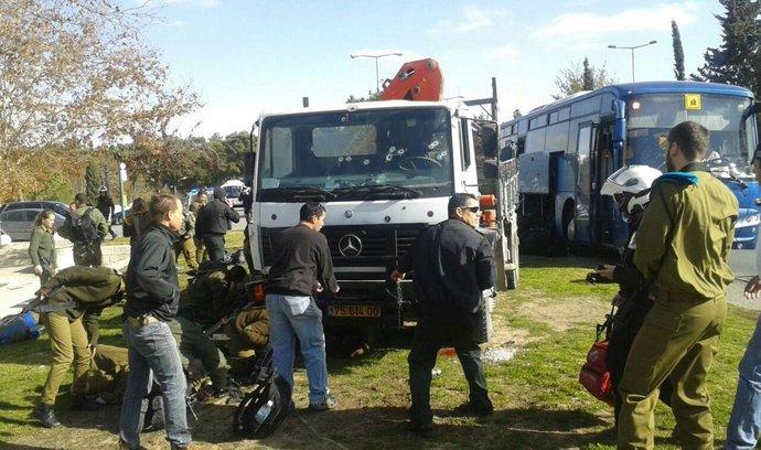 Řidič najel kamionem do lidí v Izraeli, nejméně tři mrtví