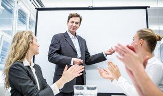 Kratší pracovní dobu si firmy pochvalují. Její uzákonění ale analytici nedoporučují