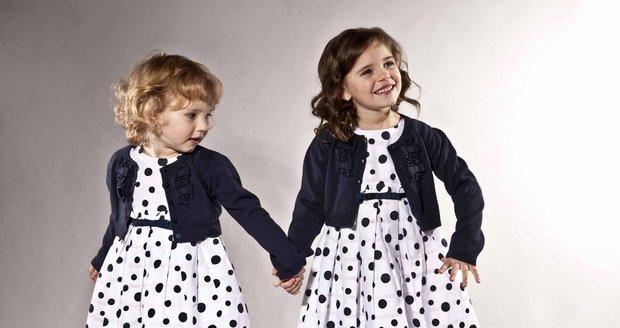 Děvčata vypadala v puntíkovaných šatech roztomile