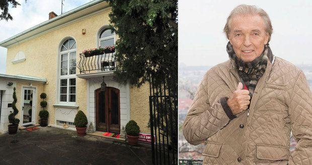 Blesku se podařilo z úředních dokumentů vyčíst, kterak Karel Gott přišel k vile na Bertramce. A je to zajímavá historie!