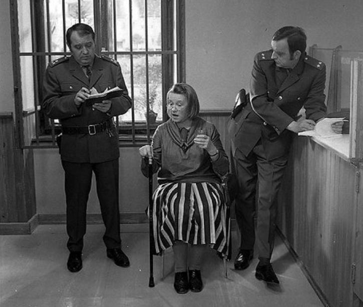 Karel Urbánek (vpravo) ve filmu Drahé tety a já