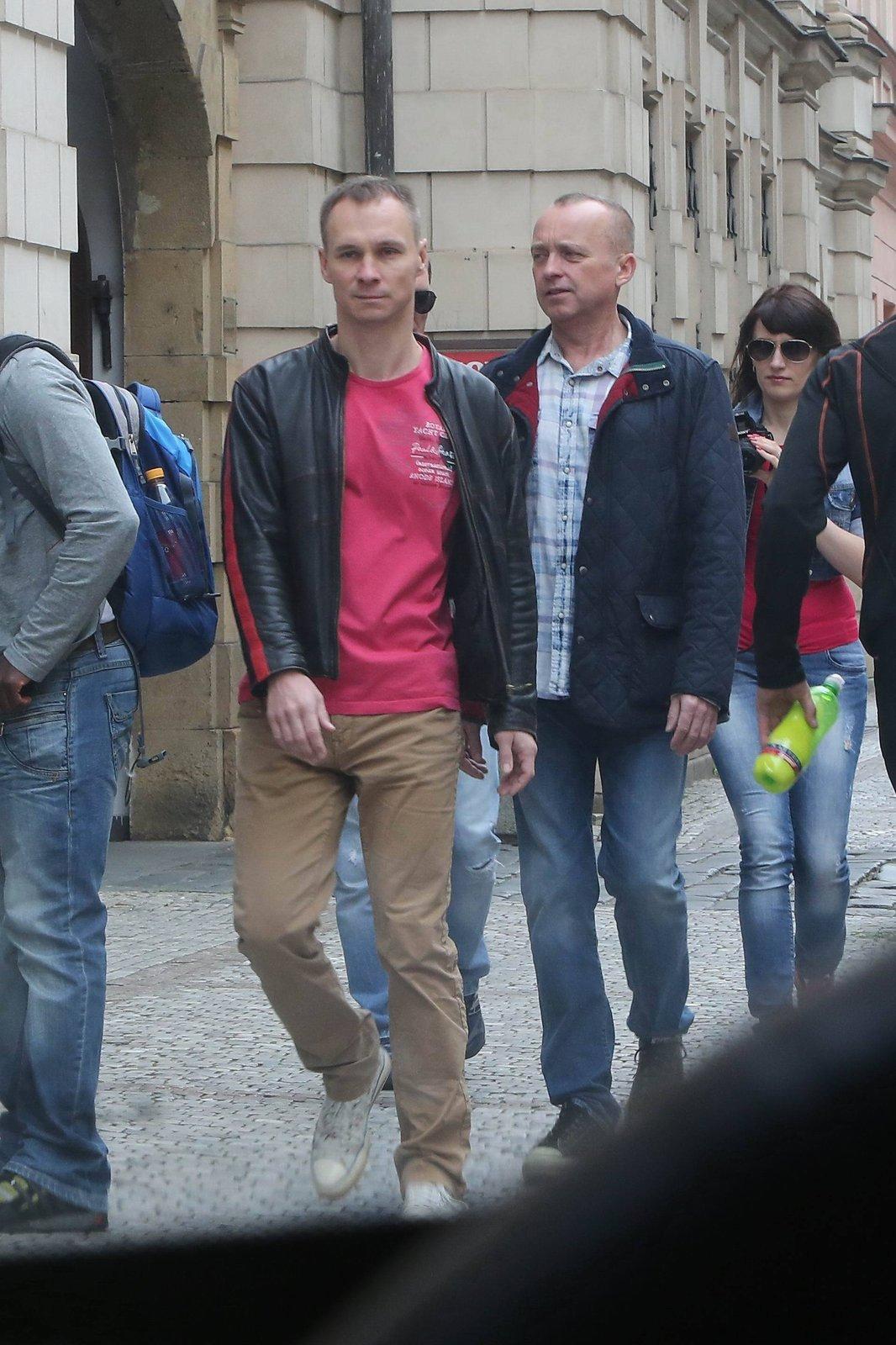2015: Pohotový fotograf zastihl Voříška a Řepku na společné procházce Prahou.