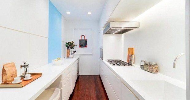 Loft Karolíny Kurkové: Moderní kuchyň v minimalistickém designu