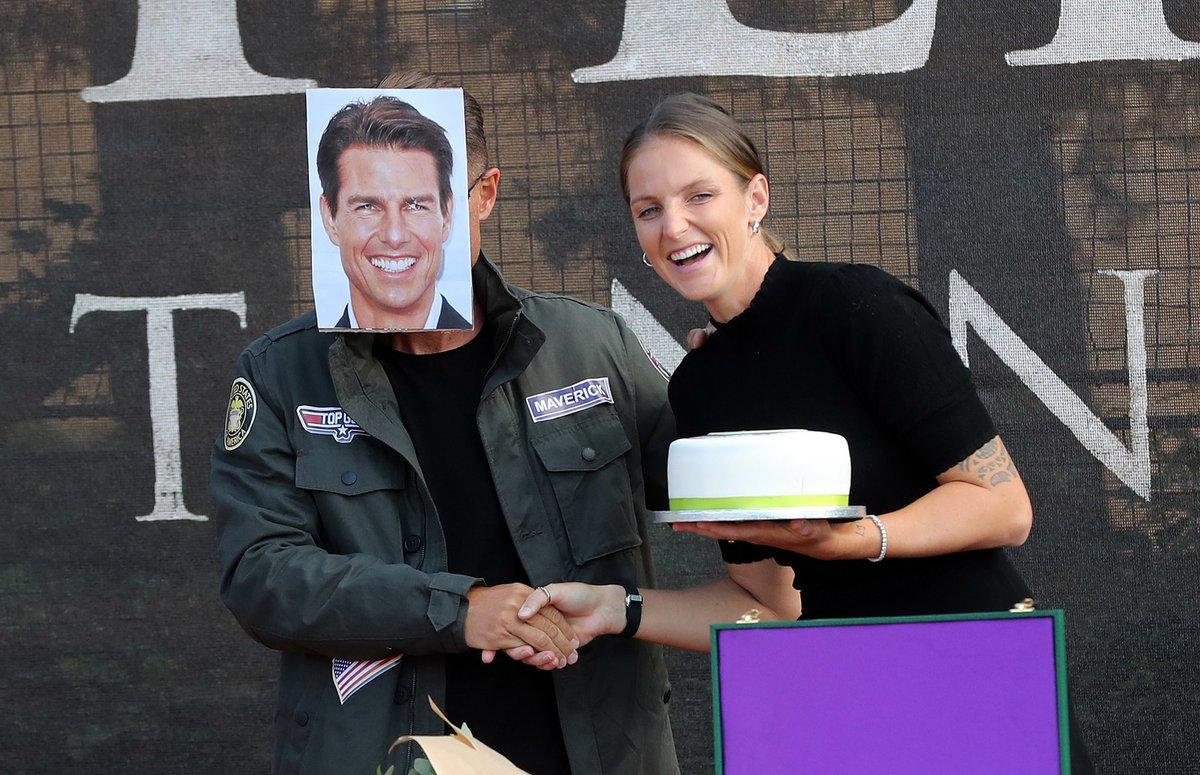 Skutečný herec Tom Cruise jí fandil v Londýně a tenhle včera v Praze.