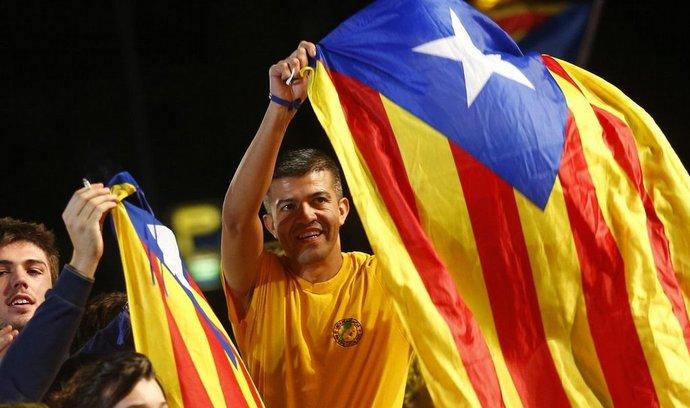 Katalánci slaví vítězství separatistů v regionálních volbách