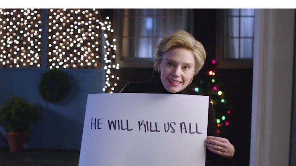 Kate McKinnon jako Hillary Clinton v Lásce nebeské