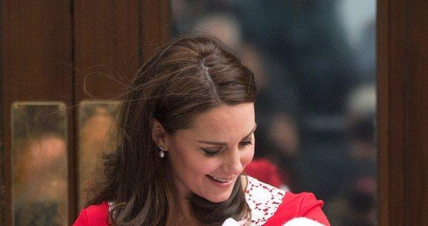 Kate se třetím děťátkem.