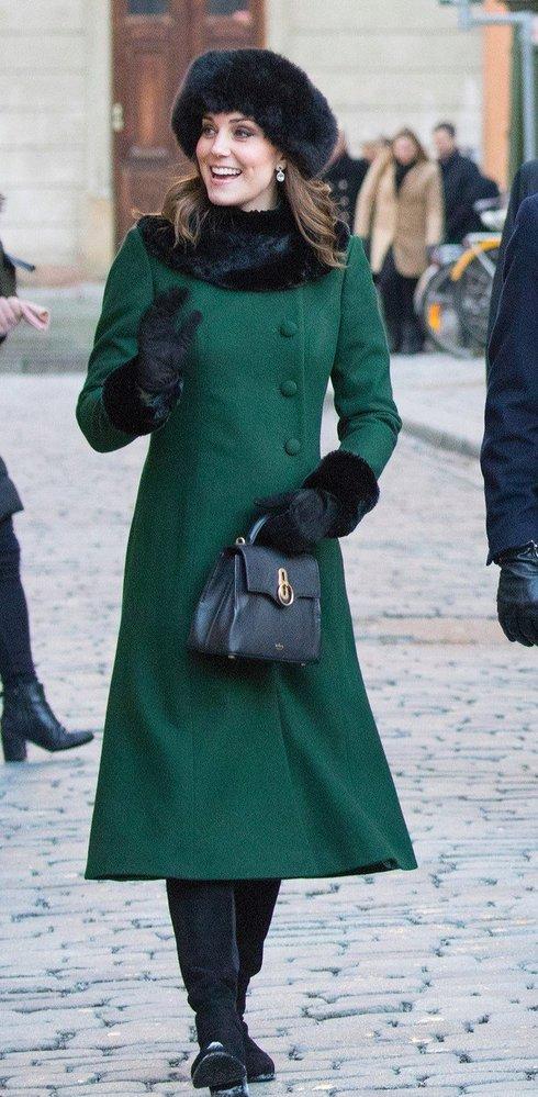 Kate Middleton v kabátě Catherine Walker