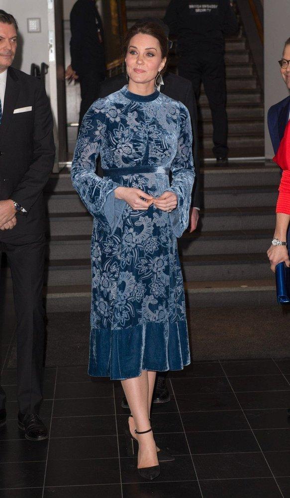 Kate Middleton v sametových šatech Erdem