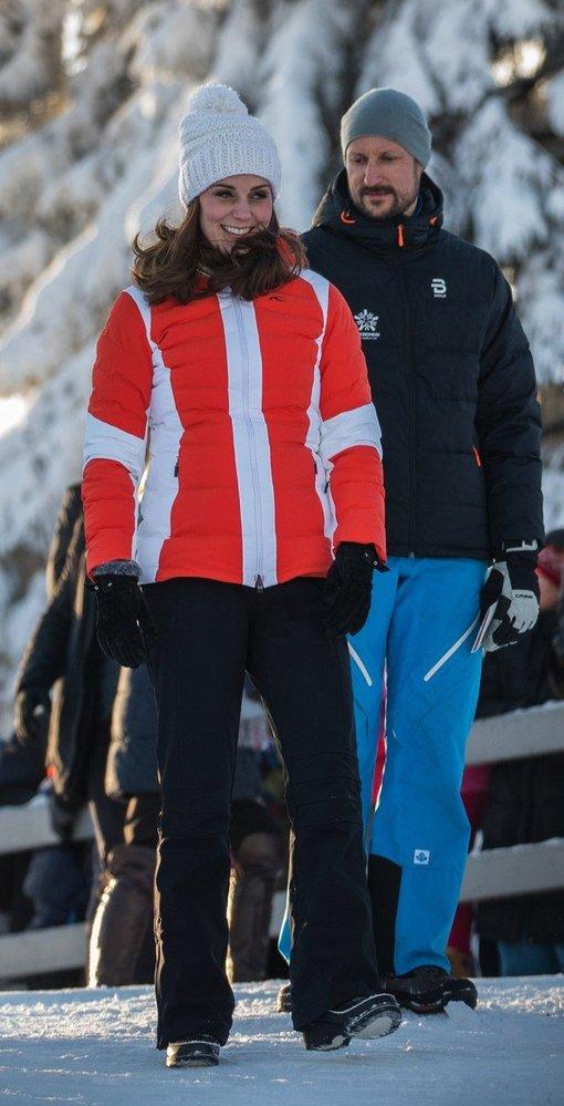 Kate Middleton ve sportovní bundě Kjus
