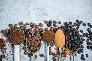 Zaléváte kávu vroucí vodou? Chyba, na teplotě záleží!