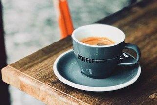 Coffee Source: Vezměte za stylovou kliku z páky od kávovaru a vstupte do kavárny nového tisíciletí