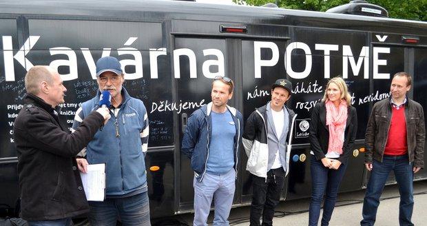 Letošní kmotři tour kavárny.