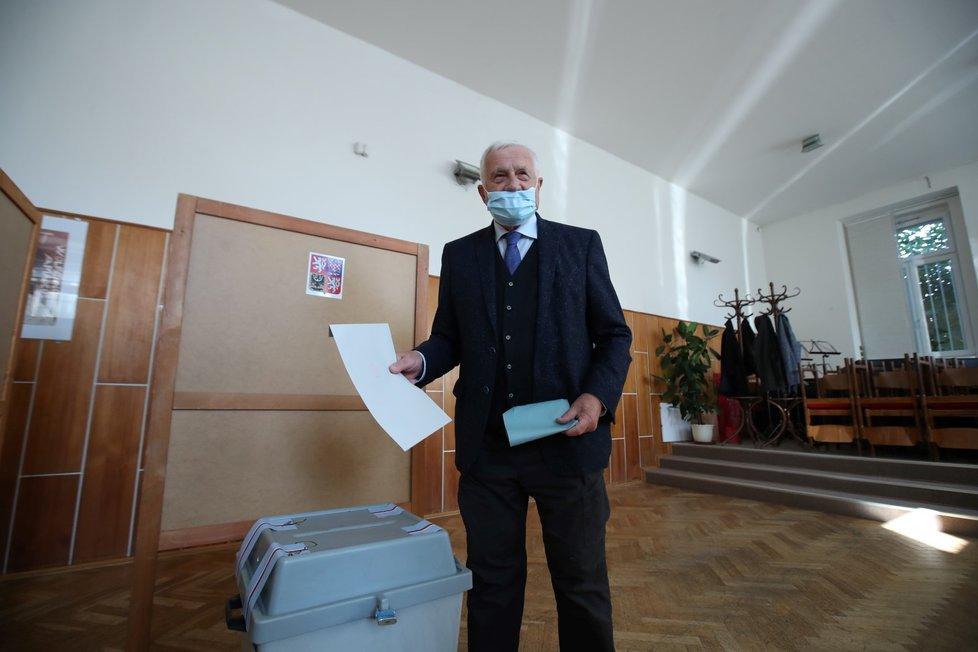 Bývalý prezident Václav Klaus odvolil ve sněmovních volbách Praze (8. 10. 2021)