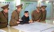Vůdce KLDR Kim Čong-un s představiteli armády.
