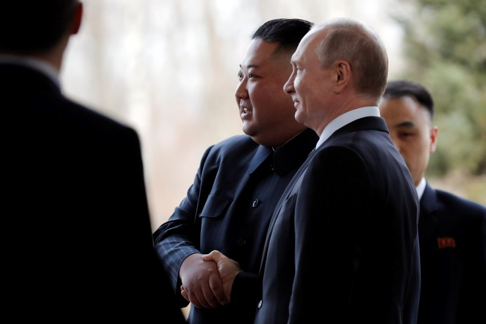 Ruský prezident Putin se ve Vladivostoku poprvé sešel s vůdcem KLDR Kim Čong-unem. (25.4.2019)