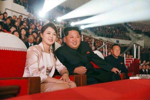 Kim Čong-un s manželkou Ri Sol-ju