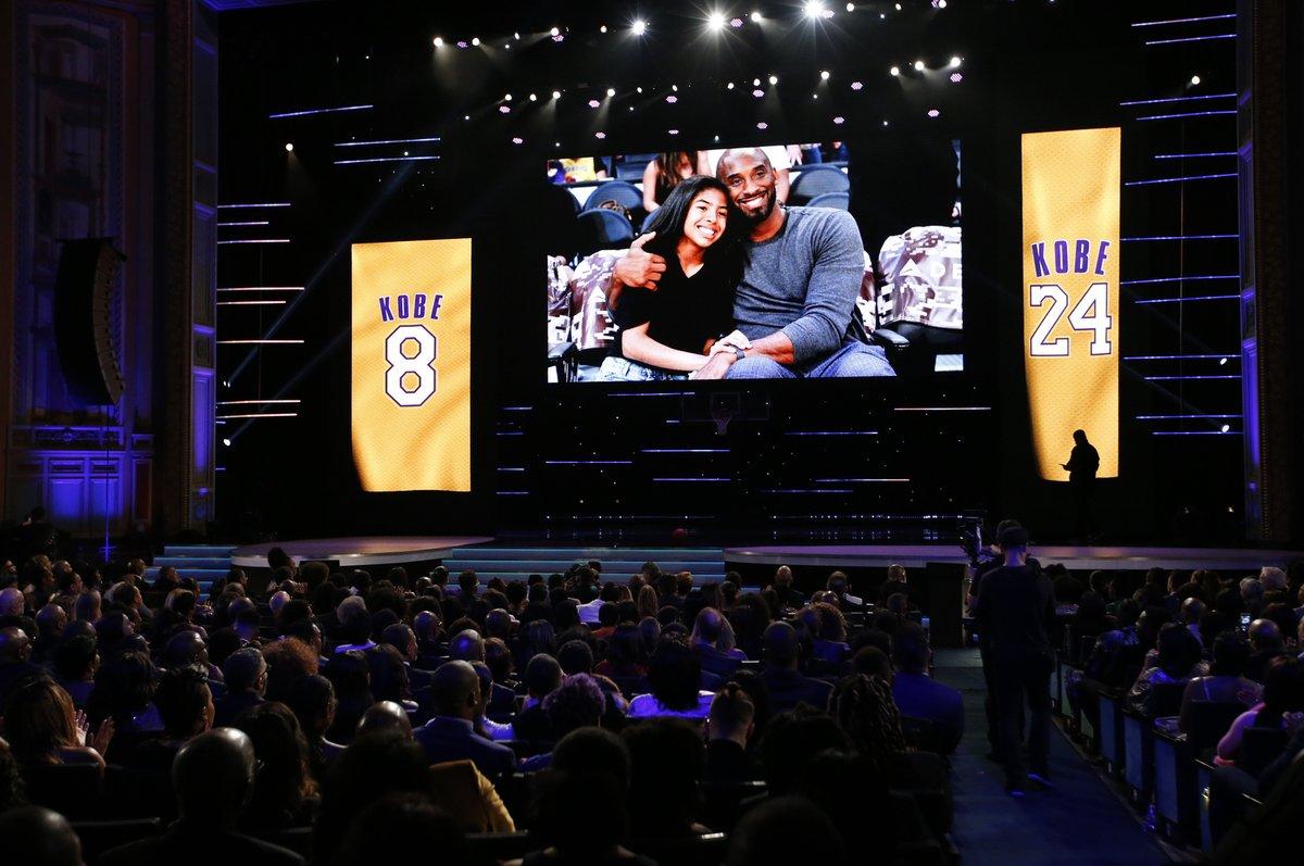 Uctění památky tragicky zesnulých Kobeho a Gigi Bryantových