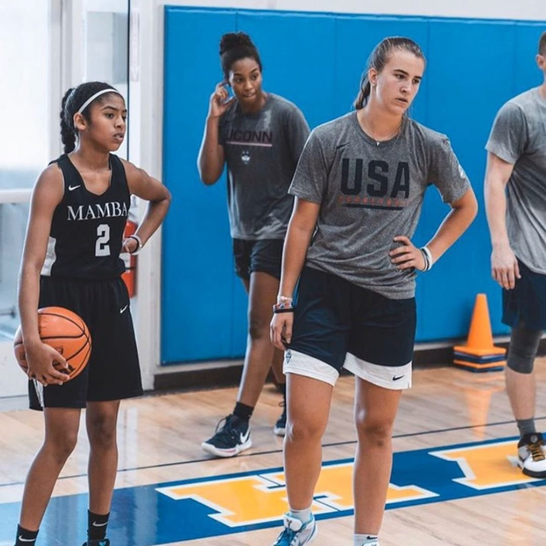 Gigi a Sabrina Ionescu, která se stala letošní jedničkou draftu WNBA