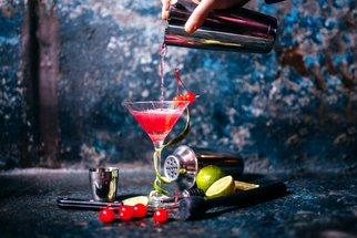 Nejlepší koktejly pro silvestrovskou noc: 6 receptů, které zvládnete i doma