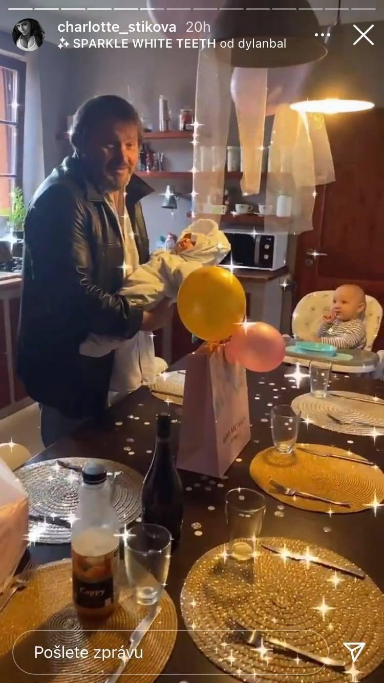 Ornella je s dcerou doma