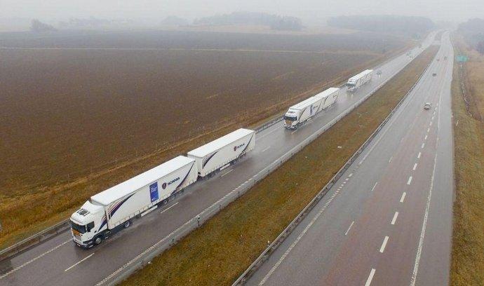 Kolona nákladních automobilů Scania