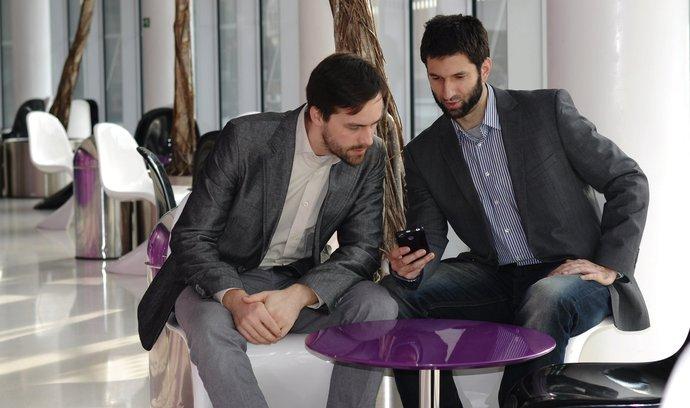 Zakladatelé platformy finGOOD Marek Galetka (vlevo) a Roman Vyorálek