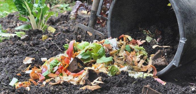 Založte si kompost. Zbavíte se odpadu a ušetříte za hnojiva