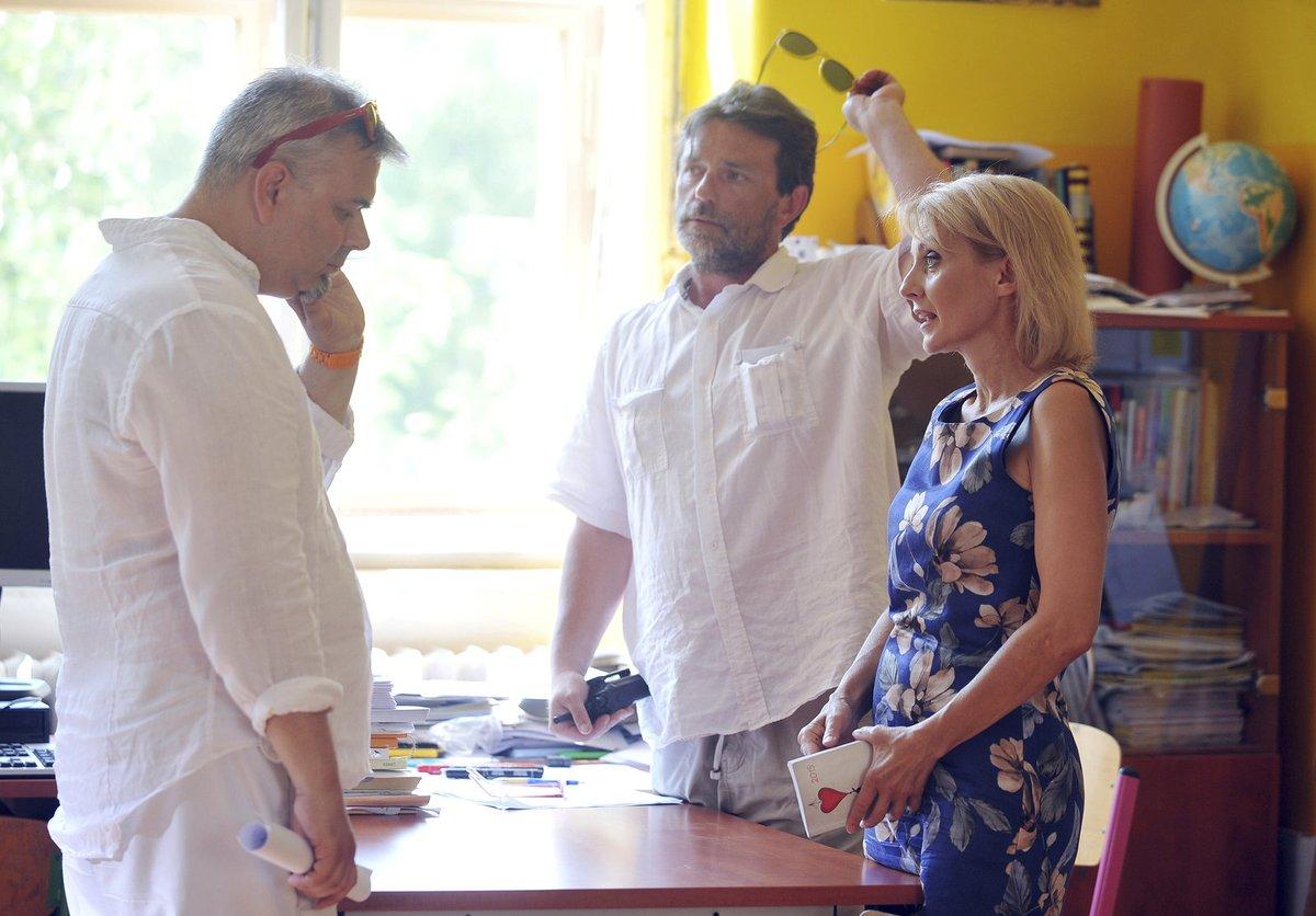 Žilková si střihla malou roli učitelky (na snímku vlevo režisér Tomáš Svoboda).