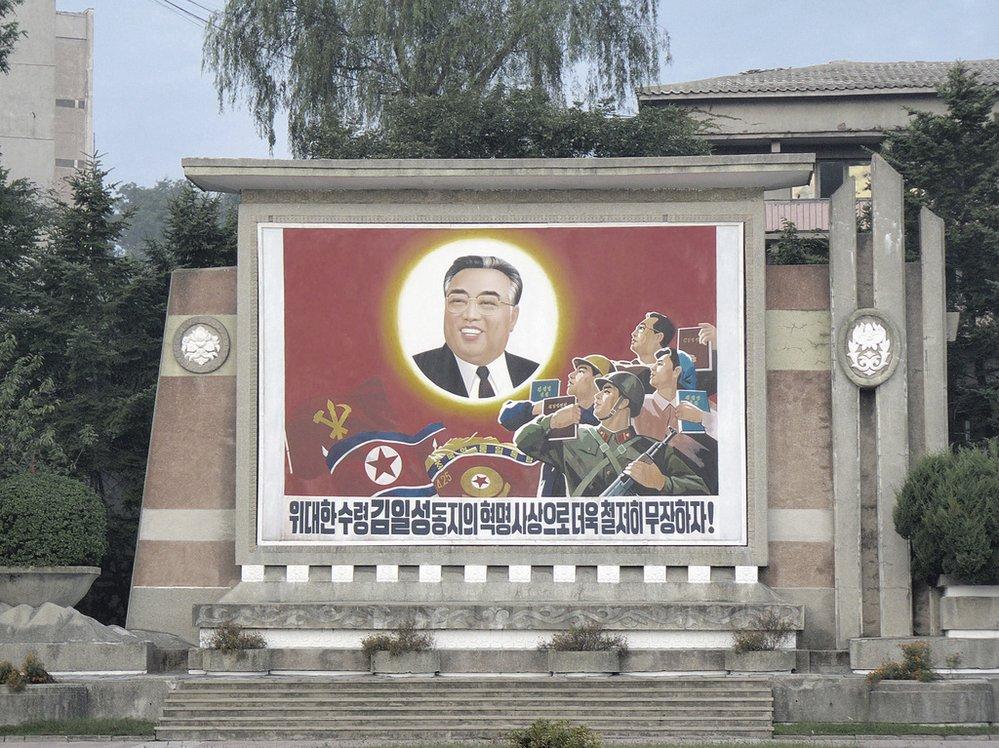 Zakladatel a věčný prezident Kim Ir-sen.