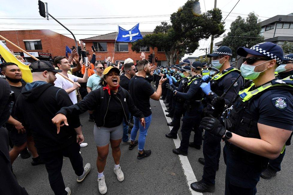 Demonstrace proti covidovým opatřením v Melbourne