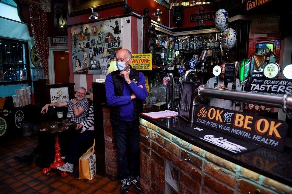 Koronavirus v Severním Irsku: Rozvolňování v restauracích (24.5.2021)