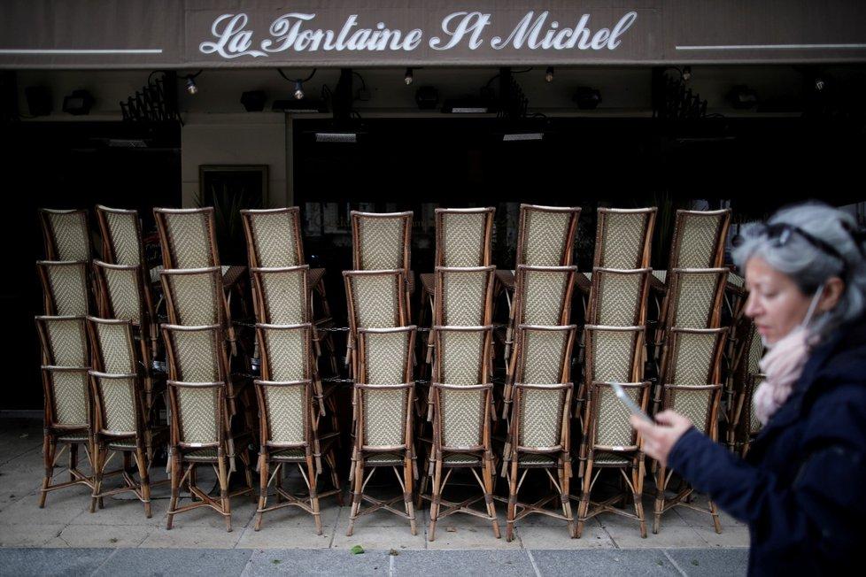 Francie uvolňuje restrikce, otevírají i zahrádky restaurací.