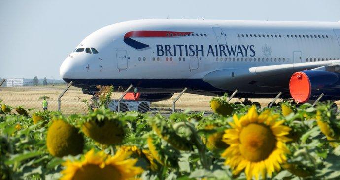 Letiště Gatwick v krizi: Letadla stojí, piloti nejsou a zaměstnanci nemají, co dělat