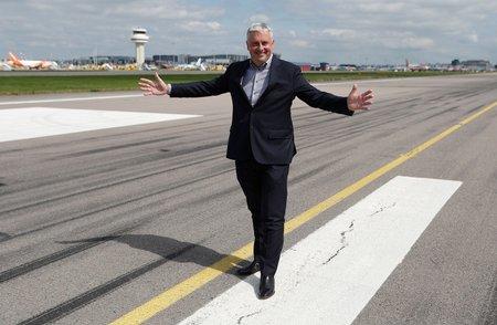 Letiště Gatwick v krizi: Letadla stojí, piloti nejsou a zaměstnanci nemají, co dělat. Na snímku šéf letiště Stewart Wingate.