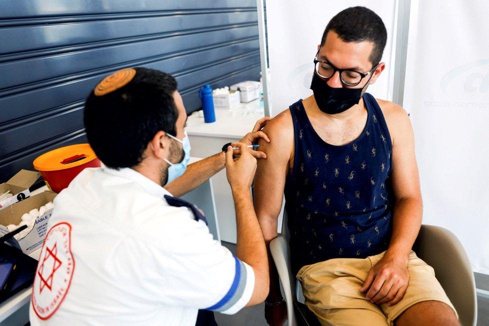 Koronavirus v Izraeli: Očkování třetí dávkou vakcíny (30.8.2021)
