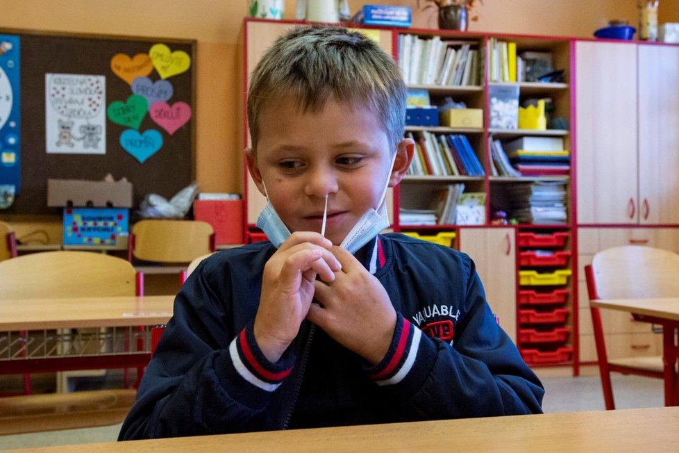Testování na koronavirus na začátku školního roku (1. 9. 2021)