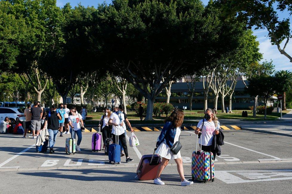 Španělští studenti mohli opustit hotel na Mallorce, kde byli nuceni strávit izolaci, (1.07.2021).