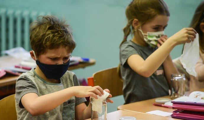 Testování žáků na koronavirus v základních školách.