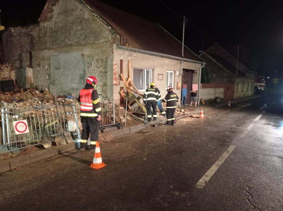 Výbuch plynu poškodil v Koryčanech sousední dům.