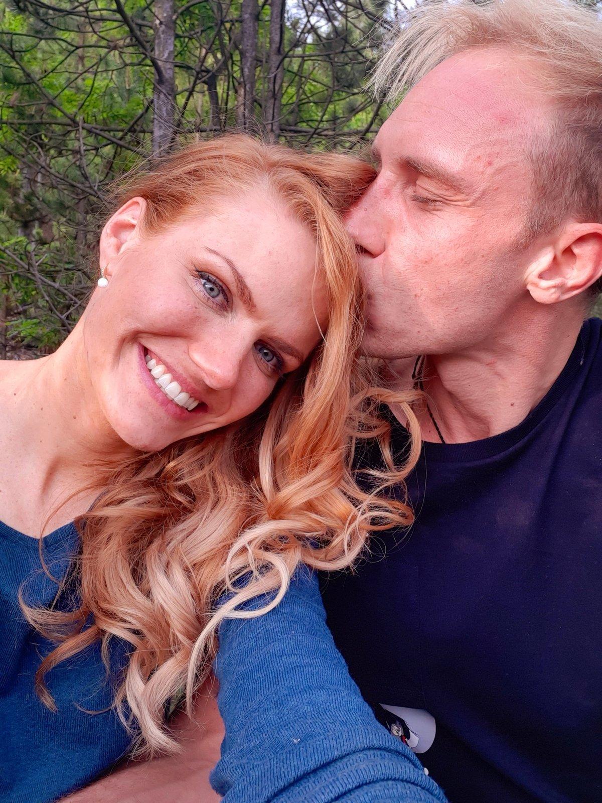 S přítelem Milošem bydlí v jeho domku v Berouně. Svou láskou se pochlubili teprve nedávno.