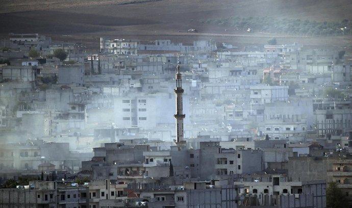 Kouř nad severosyrským městem Kobani