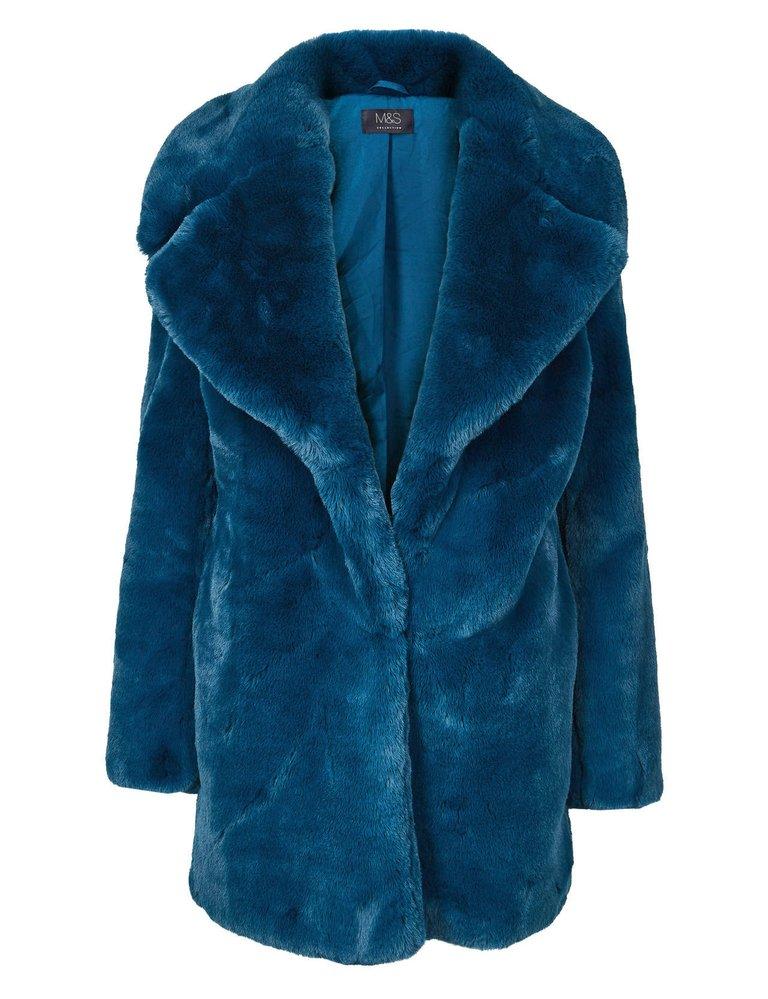 Modrý kožešinový kabát, Marks & Spencer, 2899 Kč