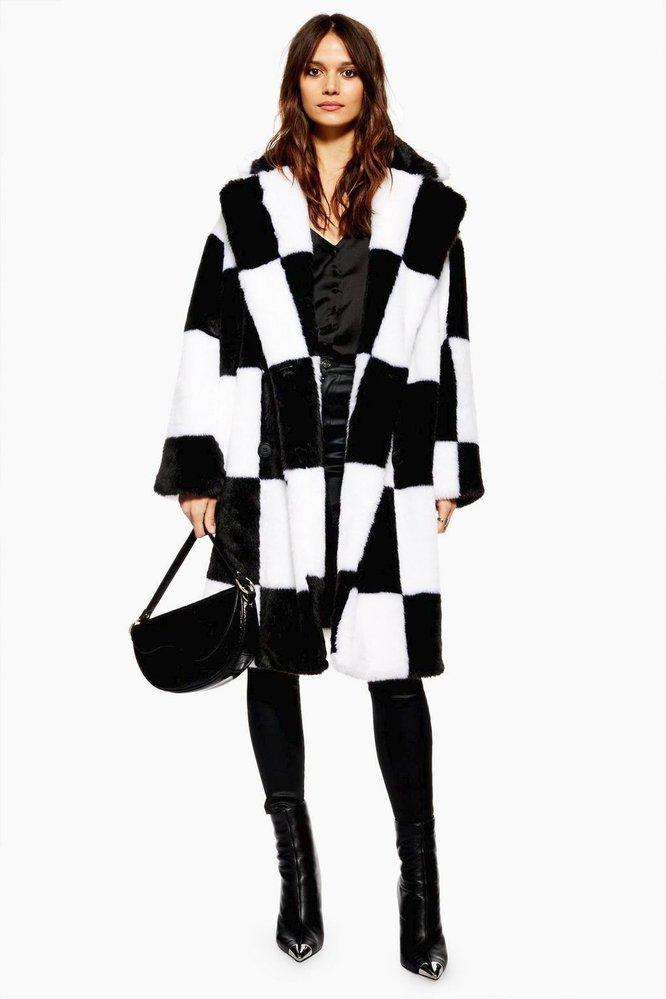 Kabát z umělé kožešiny se vzorem šachovnice, TopShop, £99.00