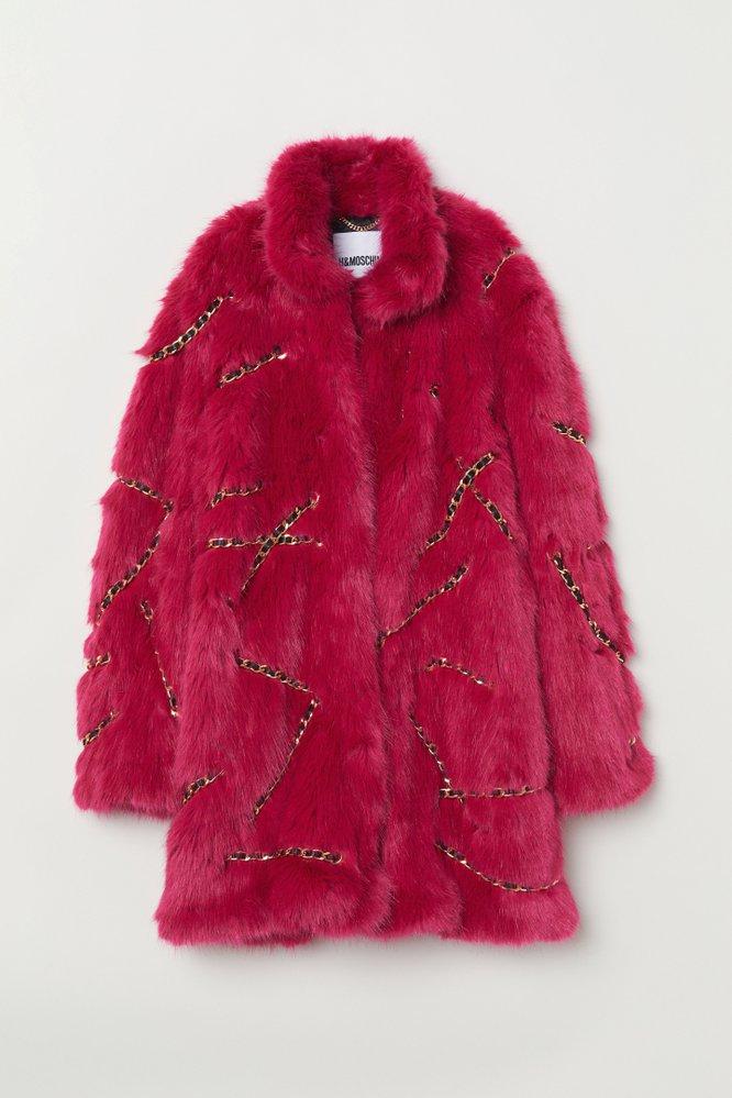 Kabát z umělé kožešiny, H&M [TV] Moschino, 5999 Kč